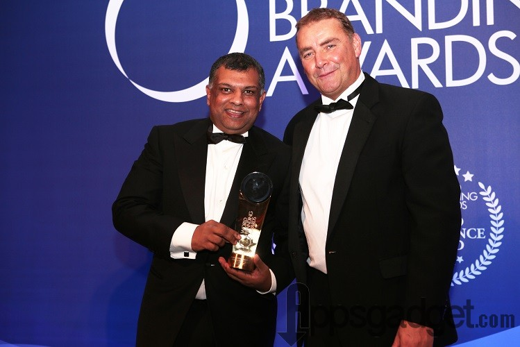 Photo caption: Tony Fernandes receiving the prestigious award from Chairman of World Branding Forum, Mr Richard Rowles.