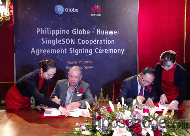 President and CEO Ernest Cu of Globe Telecom and David Wang, President of Huawei Wireless Product Line, formalize the agreement for the Philippine telco to use the SingleSON solution on its network, the first in the world to adopt the technology.