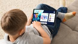 Lenovo Tab M10 HD Gen 2 Google Kids Space child on carpet