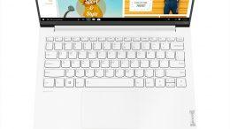 13 Yoga Slim 7 Carbon Closeup Keyboard